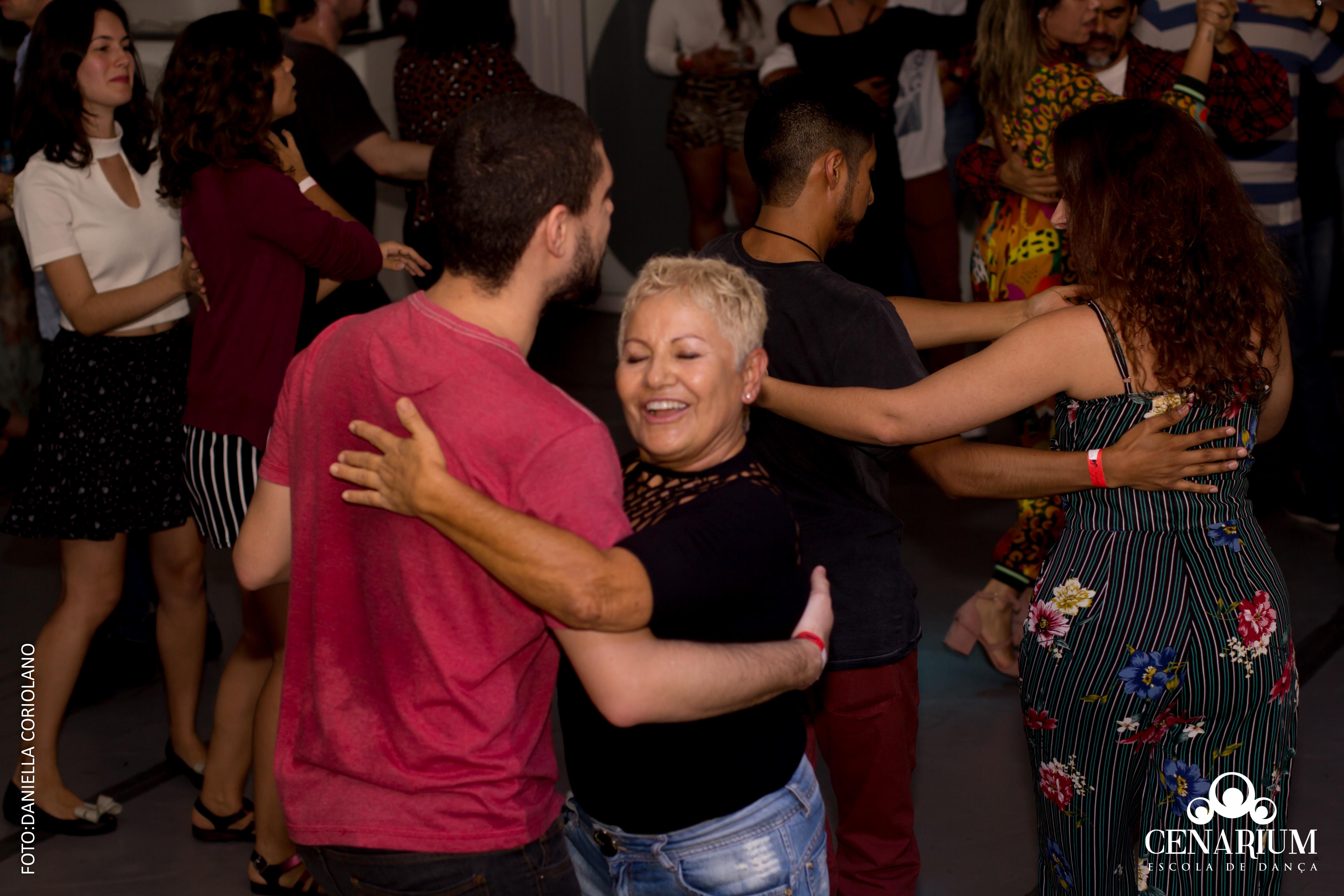 • Happy Hour Dança de Salão l Dia 25 de Maio de 2019 •